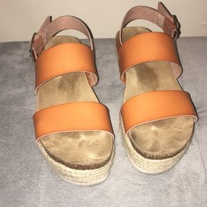 New Directions flat-form sandals